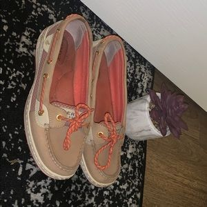 SPERRY CORAL SHOES. Hardly worn. Size 7.5